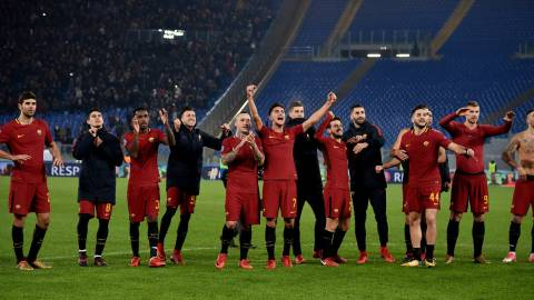 Soccer Football - Champions League - Roma vs Qarabag - Stadio Olimpico, Rome, Italy - December 5, 2017   Roma players celebrate after the match   REUTERS/Alberto Lingria
