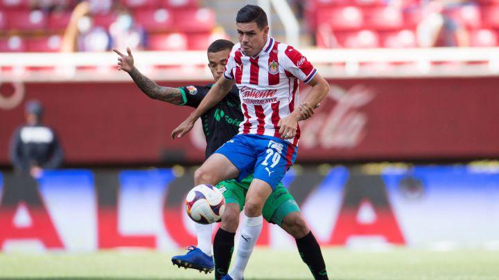 Chivas y Santos regalan un entretenido empate, Guadalajara liga cuatro juegos sin ganar